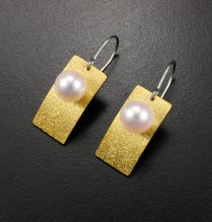 The fine gold foil is overlaid on sterling silver by the technique called Keum Boo. I applied the sand texture on it. Beautiful pinkish Akoya pearls are