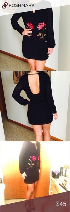 XXI NWT Beautiful dress 👠👠New. Model 5'8 Forever 21 Dresses Mini White Halter Dress, Forever 21 Dresses, Fashion Design, Fashion Tips, Fashion Trends, New Dress, Beautiful Dresses, Cold Shoulder Dress, Mini