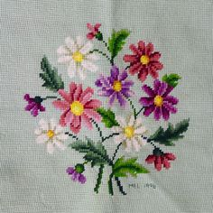 Punto De Cruz 1996 Completed Needlepoint Light Green with Purple Pink Daisies Seat Pillow Cross Stitch Pillow, Cross Stitch Bookmarks, Cross Stitch Borders, Cross Stitch Flowers, Cross Stitch Charts, Cross Stitch Designs, Cross Stitching, Cross Stitch Patterns, Hand Embroidery Projects