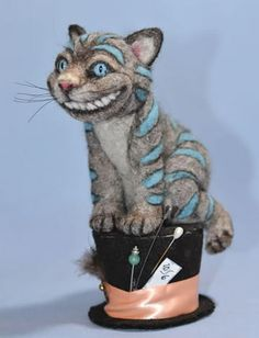 Cheshire Cat/Madder Hatter all-in-one! Needle Felted Animals, Felt Animals, Wet Felting, Needle Felting, John Wright, Felt Books, Alice In Wonderland Tea Party, Felt Cat, Yarn Bombing