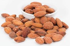 The ketogenic diet is a popular low-carb diet designed to help you lose weight quickly. Here is a list of my top 20 foods to eat while on the ketogenic diet. Health Benefits Of Almonds, Almond Benefits, Diabetic Recipes, Raw Food Recipes, Healthy Recipes, Diet Recipes, Healthy Options, Delicious Recipes, Chicken Recipes