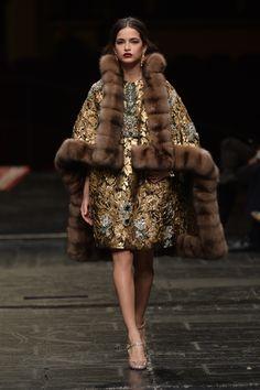 Défilé Dolce   Gabbana Haute Couture printemps-été 2016 Manteau Chic,  Manteau Printemps, 4ac724475bfa