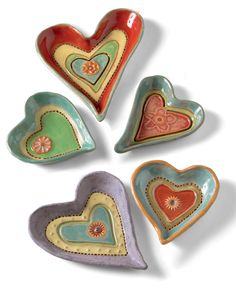 Heart Dishes by Laurie Pollpeter Eskenazi. Vibrant colors bring out the whimsical patterns and textures of these hand-built stoneware clay dishes. Hand Painted Ceramics, Porcelain Ceramics, Ceramic Pottery, Painted Porcelain, Clay Art Projects, Polymer Clay Projects, Pottery Angels, Heart Shaped Bowls, Clay Cats