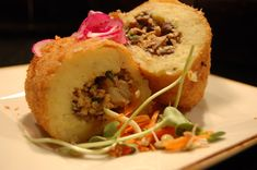 Papa Rellena: Peru is known for finding versatile ways to use potatoes in different dishes. Papa Rellena is a deep fried potato pancake with ground beef and egg stuffing. Chilean Recipes, Cuban Recipes, Real Food Recipes, Cooking Recipes, Yummy Food, Yummy Recipes, Cuban Cuisine, Peruvian Cuisine, Peruvian Recipes