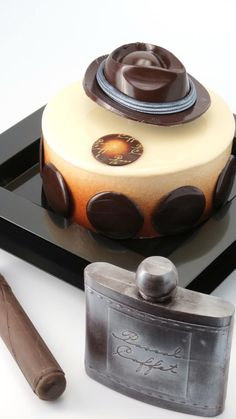 Fête des Pères - Pascal Caffet Chocolate Shop, Chocolate Lovers, Fun Desserts, Dessert Recipes, Chocolates, French Patisserie, Pastry Art, French Pastries, Pretty Cakes