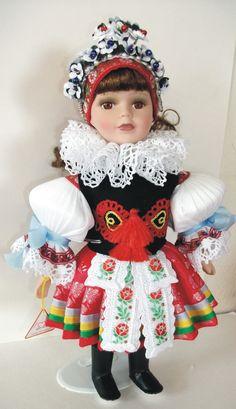 Panenky - 30 cm - porcelán | Vlčnov-věnec - 30cm porcelán | Krojované panenky