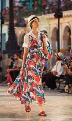 Cuba ganhou uma estampa própria, desenha da por Lagerfeld, inspirada em suas cores e história Divulgação