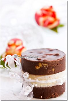 ciocolata de casa (home made chocolate with powder milk -romanian)- 3 layers I Love Chocolate, Chocolate Fudge, Chocolate Truffles, Romanian Desserts, Romanian Food, Romanian Recipes, Yummy Treats, Delicious Desserts, Yummy Food