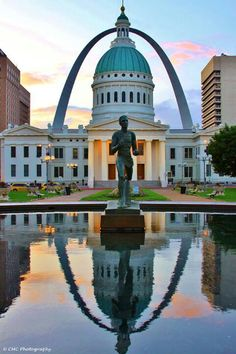 Louis, MO - Cool pic of the arch St. Louis is a cool city and lots to see. Saint Louis Arch, St Louis Mo, The Places Youll Go, Great Places, Places To See, Stl Arch, Wisconsin, Michigan, Gateway Arch