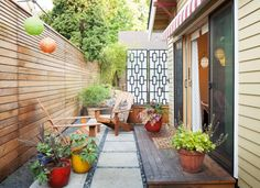 Relaxing set up for a skinny side yard or tiny backyard