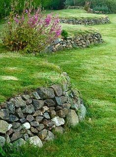 Undulating retaining wall