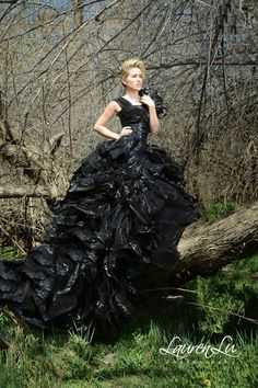 Garbage Couture Fashion Source by charlottetetaph Recycled Costumes, Recycled Dress, Fashion Shoot, Fashion Art, Fashion Dresses, Trash Bag Dress, Anything But Clothes, Fairytale Dress, Black Costume