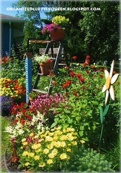 Organized Clutter: The Front Yard Flower Border