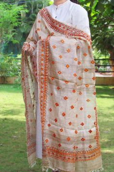 Designer Silk Hand Embroidered Phulkari Work Dupatta Indian Suits, Indian Attire, Indian Dresses, Phulkari Embroidery, Indian Embroidery, Indian Party Wear, Indian Wear, Shalwar Kameez, Churidar
