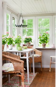 wicker chairs on a sun porch