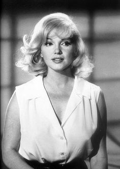 """Hair and makeup test for Marilyn Monroe in """"The Misfits"""" Her last completed film. Marylin Monroe, Estilo Marilyn Monroe, Marilyn Monroe Fotos, Marilyn Monroe Style, Marilyn Monroe Movies, Hollywood Stars, Old Hollywood, Hollywood Actresses, Classic Hollywood"""