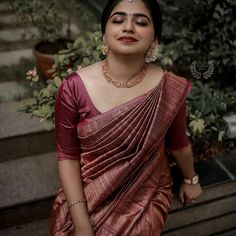 Check out some of the amazing outfit and jewellery ideas for South Indian minimalistic bride. Bridal Sarees South Indian, Bridal Silk Saree, Indian Bridal Fashion, Indian Bridal Wear, Bridal Lehenga, Saree Wedding, Silk Sarees, Punjabi Wedding, Boho Wedding