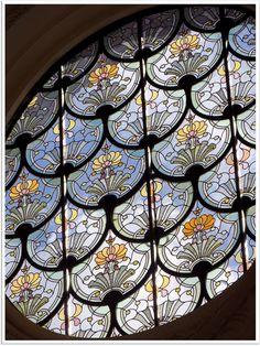 Un vitrail du Petit Palais, à Paris. Restauration complète des lanterneaux Ateliers Duchemin www.ateliersduchemin.com