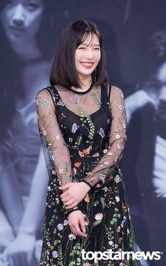 """Joy at her drama """"Tempted"""" Press Conference Kpop Girl Groups, Kpop Girls, Korean Women, Korean Girl, Sungjae And Joy, Red Velvet Joy, Velvet Style, Park Sooyoung, Velvet Fashion"""