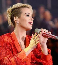 Katy Perry debuts new short hairdo at 2017 iHeart Radio Awards  http://celebsip.com/katy-perry-debuts-new-short-hairdo-at-2017-iheart-radio-awards/