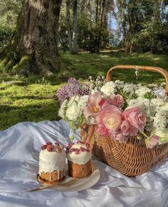 Image about fashion in Baskets by Hot69Mess on We Heart It Aesthetic Iphone Wallpaper, Wallpaper Backgrounds, Wallpapers, Ocean Love Quotes, Picnic In The Park, Summer Dream, Flower Aesthetic, Dessert Drinks, Dream Fantasy