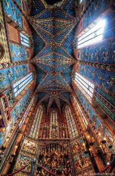The altar in St. Mary's Basilica in Kraków, Poland, by well-known German sculptor Veit Stoss. Circa 1489 tourism-in-poland Gothic Architecture, Beautiful Architecture, Beautiful Buildings, Beautiful World, Beautiful Places, Cathedral Church, Place Of Worship, The Places Youll Go, Scenery