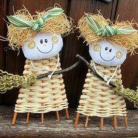 Prodané zboží uživatele Jalis | Fler.cz Basket Weaving Patterns, Willow Weaving, Christmas Ornaments, Holiday Decor, Home Decor, Ideas, Basket, Xmas Ornaments, Homemade Home Decor