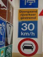 Holländische Verkehrsschilder im Nummernschildmuseum