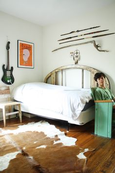 Des: I love this  Twin Headboard (try same shape/headboards for couch & bed on opposite walls)  Amber's Art-Filled Austin Apartment House Tour | Apartment Therapy