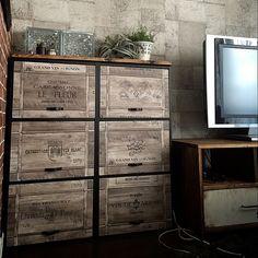 Lounge,男前インテリア,お部屋改造中,DIY,壁紙屋本舗,ワインボックス壁紙,ブログやってます♪,リビング改造中,カラボリメイク,山善,インスタID→11miwa26,いつもいいねありがとうございます♡ miwaの部屋 Decor, Vintage Industrial, Tall Cabinet Storage, Locker Storage, Diy And Crafts, Shelving, Home Decor, Vintage, Crates
