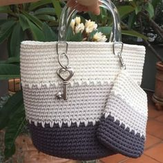 Anchors Aweigh Tote in Sinfonia by Kathy Olivarez in Crochet! magazine Anchors Aweigh Tote pattern by Kathy Olivarez, Crochet Patterns - Design is maCrochet Accessory Patterns - Design is made using 2 skeins of Navy and 1 skein of Khaki DK-weight Ome Crochet Beach Bags, Free Crochet Bag, Mode Crochet, Crochet Market Bag, Crochet Tote, Crochet Handbags, Crochet Purses, Knitted Bags, Crochet Designs