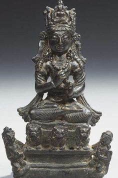 8th-9th century, Swat Valley, Vairocana on lion throne and attendants, bronze with silver-inlaid eyes, 12,7 cm, private collection
