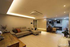 서울 송파구 신천동 파크리오 화이트톤과 전구색 LED로 부드러운 분위기를 자아낸 33평 아파트 인테리어 간편안심인테리어 집닥 Interior Concept, Modern Interior, Roof Ceiling, House Blueprints, Wainscoting, Airport Style, Apartment Interior, Living Room Modern, Home Office