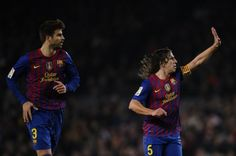 Puyol showing everyone how many goals the team scored