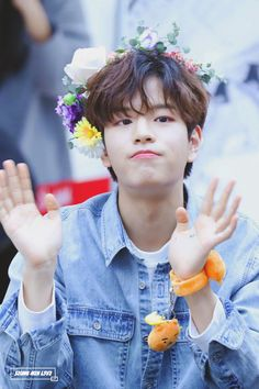 Straykids is the only group where I can't choose a bias because they're all precious little human beings Lee Min Ho, Fandom, Kids Web, Boy Bye, Stray Kids Seungmin, Reasons To Live, Flower Boys, Kpop, Lee Know