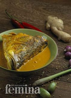 Femina.co.id: GULAI KEPALA IKAN  - Aku Cinta Pacur but I am not sure I am at the point I will try this yet