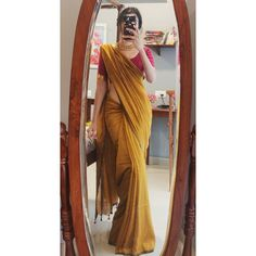 Simple Sarees, Trendy Sarees, Stylish Sarees, Stylish Dresses, Indian Fashion Dresses, Dress Indian Style, Indian Designer Outfits, Saree Fashion, Indian Outfits