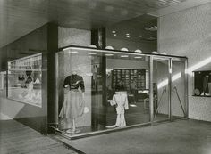 Van den Broek and Bakema. De Lijnbaan Shopping Centre, Rotterdam 1948 - 1953 | ARScentre