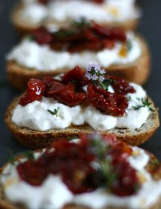 cr v 2 Finger Food Appetizers, Party Finger Foods, Appetizer Recipes, Dessert Recipes, Gourmet Recipes, Cooking Recipes, Ricotta, Good Food, Yummy Food