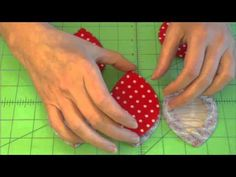 Clover Clam Shell Accessories Case-How to Video These will make great shuttle cases! Quilting Tutorials, Sewing Tutorials, Sewing Projects, Sushi Art, Pom Pom Crafts, Knitting Accessories, Clams, Craft Items, Fabric Scraps