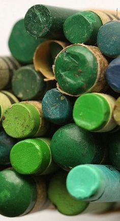 Pantone 2017 was revealed just a couple of days ago and we are all already in love with it: Greenery (Pantone Greenery is the symbol of new beginnings, a refreshing and revitalizing shade of green with a really small dose of … World Of Color, Color Of Life, Go Green, Green Colors, Green Fruit, Green Theme, Green Life, Jade Green, Pantone 2017 Colour