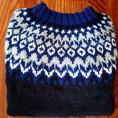 108 отметок «Нравится», 7 комментариев — Bente 😊 (@bentedr) в Instagram: «Nok en julgave ferdig. 1.stk Riddari tatt av pinnene 😃🎅🎁🎄» Beautiful Patterns, Tatt, Knitted Hats, Knit Crochet, Colour, Wool, Knitting, Sweaters, Clothes