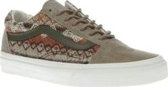 Vans Khaki Old Skool Dx Womens Trainers Keep your autumnal skate vibes strong this season as the Vans Old Skool DX arrives. Dressed in a khaki taupe colourway, this suede skate shoe features knitted fabric details in warmer tones of oranges http://www.comparestoreprices.co.uk/january-2017-8/vans-khaki-old-skool-dx-womens-trainers.asp