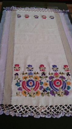El dokuması kumaşa Türk işi- Turkish embroidery art on hand woven fabric