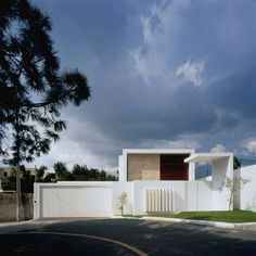 Cubo House by Agraz Arquitectos | HomeDSGN, a daily source for inspiration and fresh ideas on interior design and home decoration.