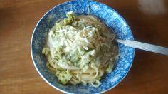 Pasta con salsa bechamel, bróculi