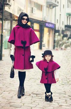 Tesettür Anne Kız Kombinleri ve Kıyafetleri | Tesetturya.com  Minik kızları ile uyumlu giyinmekten hoşlanan tüm anneler 2015 Anne Kız kıyafet Kombinlerini dört gözle merak ediyor. #kombin