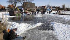 Schaatsen op dun ijs - NedAnders, Het Buitenland ziet ons zo. Buitenlands Nieuws over Nederland. Foreign News about The Netherlands.