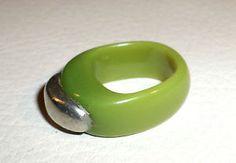 Funky Vintage Designer Signed Pitaniello Boston Olive Green Lucite & Pewter Ring