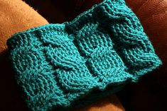 Free #Crochet Pattern Crochet Garcia. I am in love with the cables.
